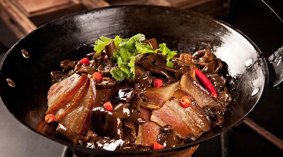 深山寒菌煨隔年腊肉